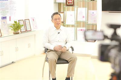 钟南山:医生看的不是病,而是病人